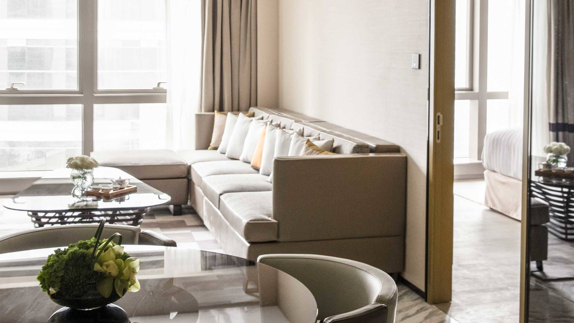 16-9 JUMEIRAH LIVING GUANGZHOU Contemporary 1 bed room suite living room