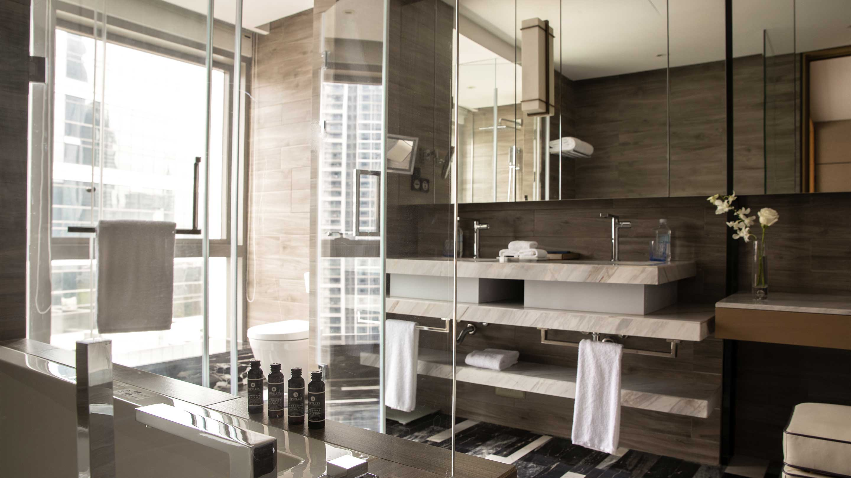 16-9 JUMEIRAH LIVING GUANGZHOU Contemporary 3 bed room suite bathroom 1608