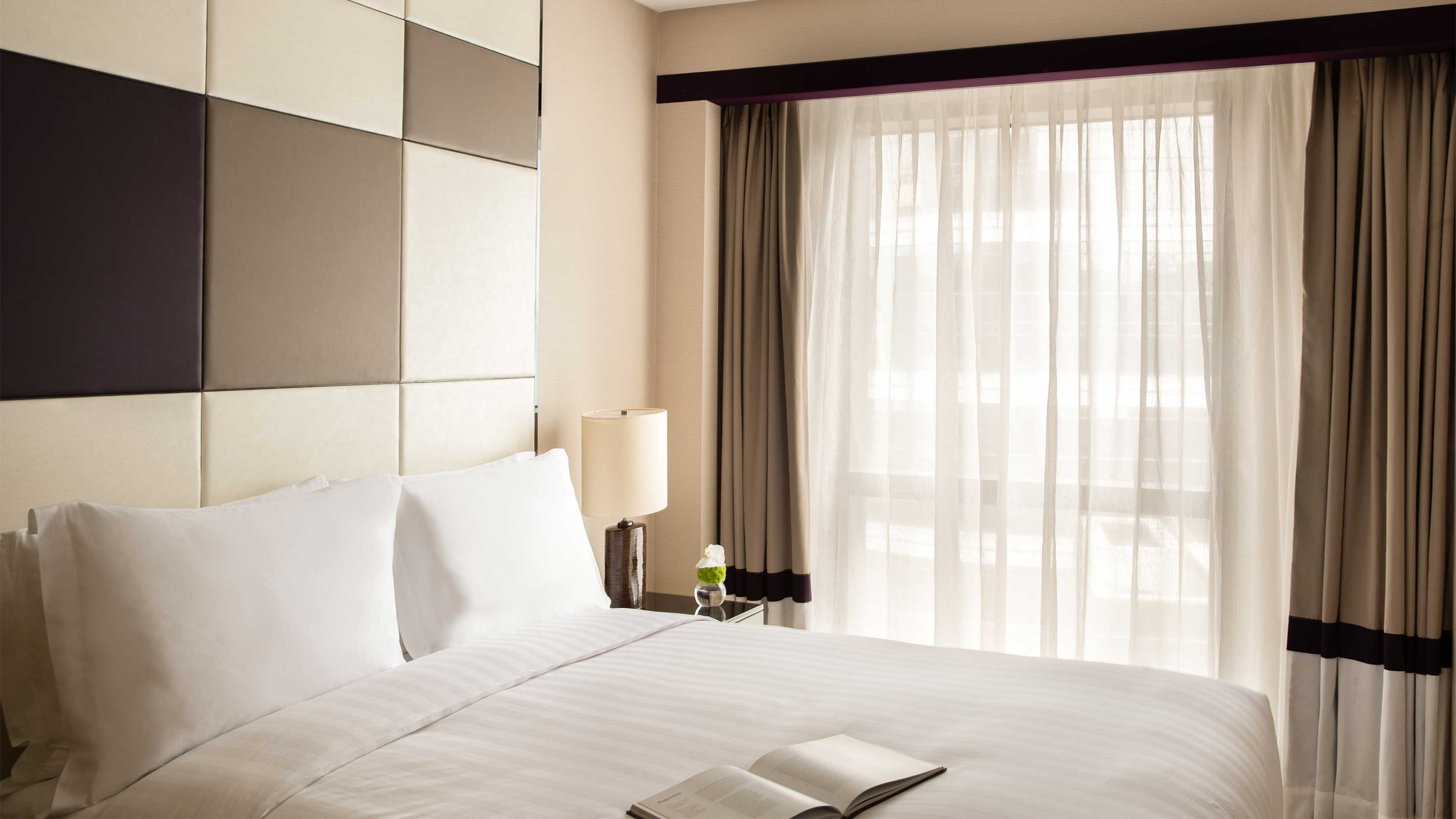 16-9 JUMEIRAH LIVING GUANGZHOU Contemporary 3 bed room suite bed room 03