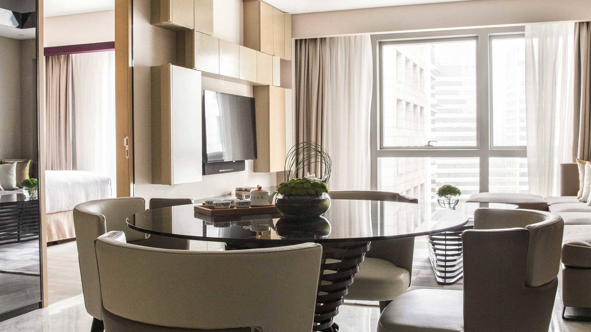 16-9 JUMEIRAH LIVING GUANGZHOU Deluxe Contemporary 2 bed room suite living room 02