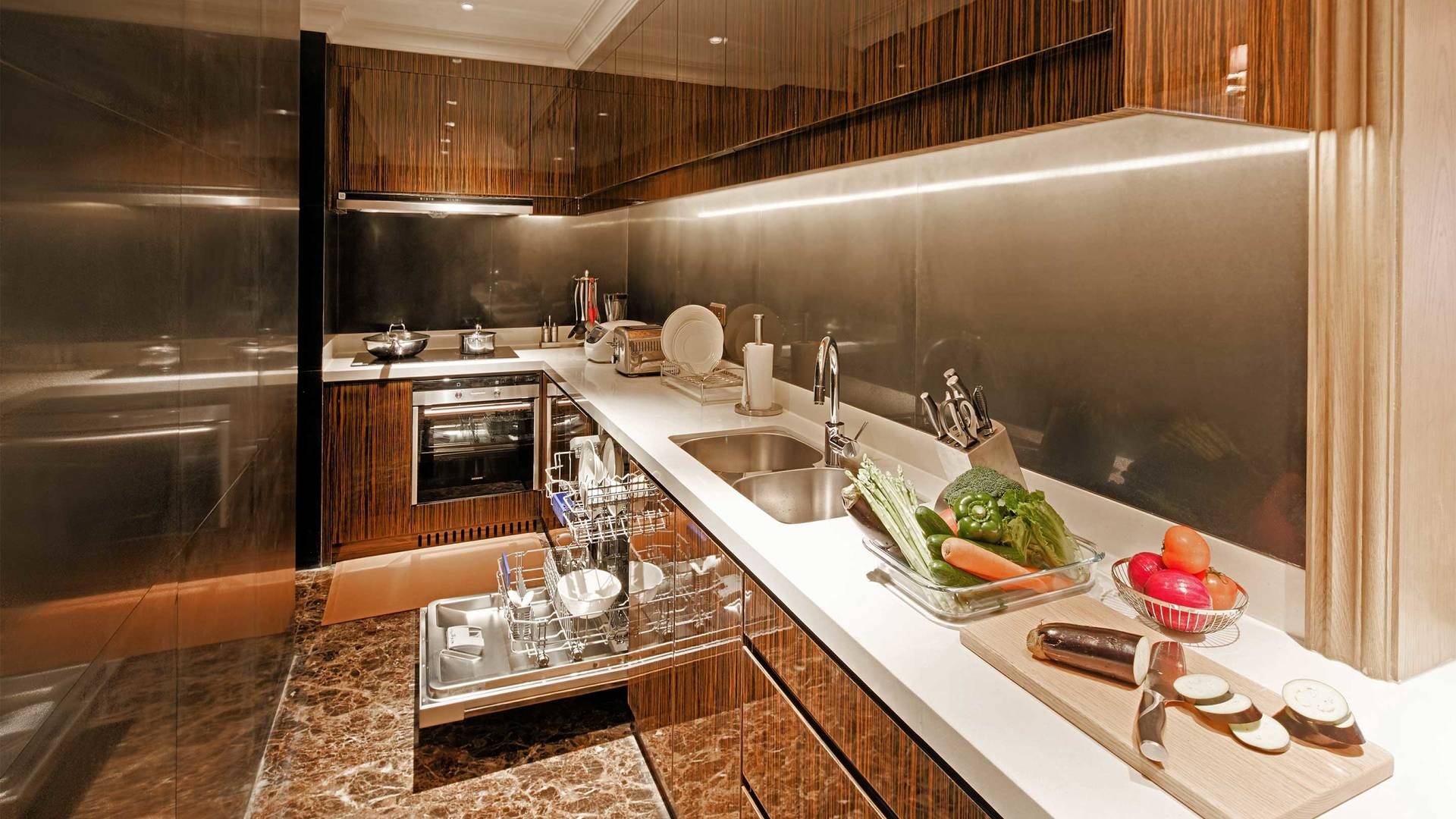 16-9 JUMEIRAH LIVING GUANGZHOU Kitchen Classic 3 bedroom