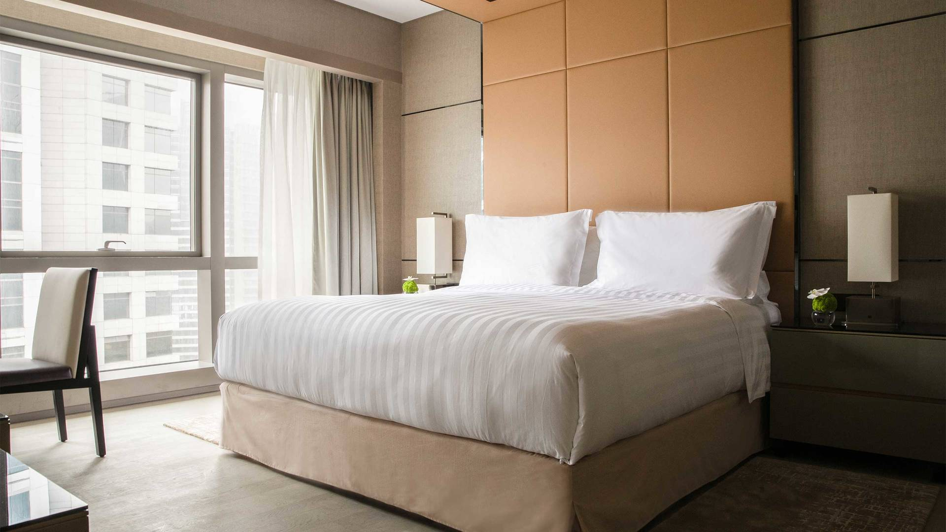16-9 JUMEIRAH LIVING GUANGZHOU Contemporary 2 bed room suite bed room