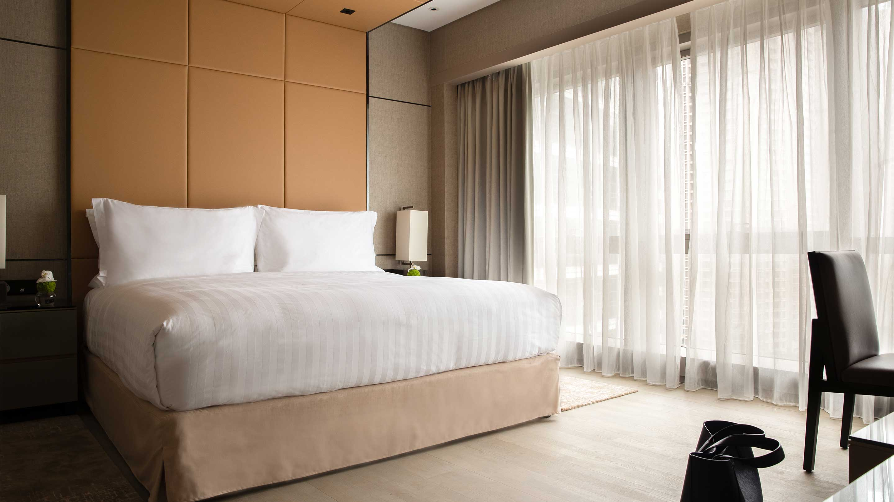 16-9 JUMEIRAH LIVING GUANGZHOU Contemporary 3 bed room suite bed room 2