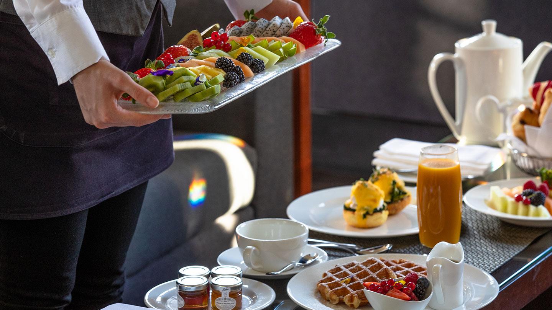 breakfast is being served