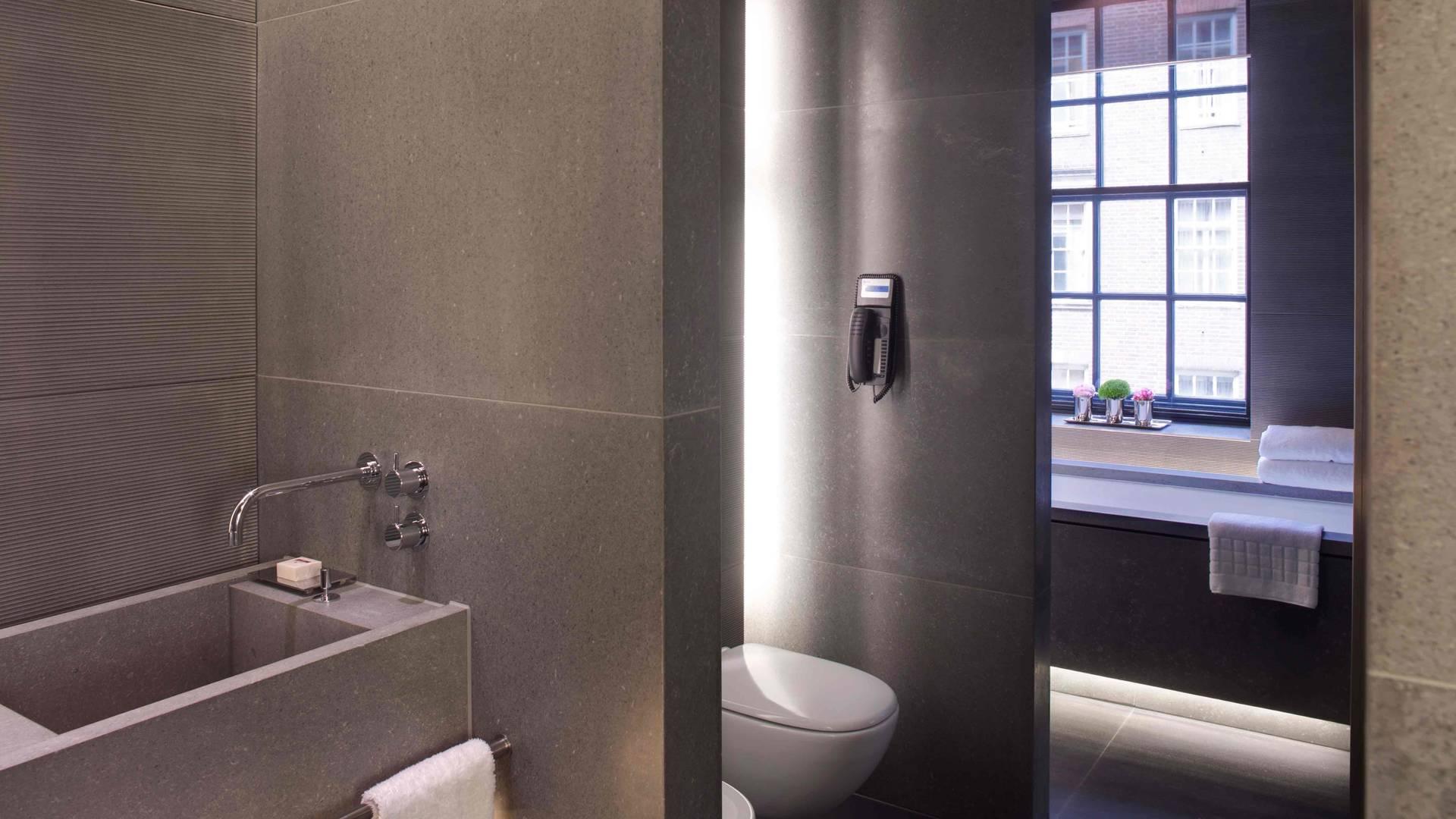 Bathroom - Hyde Park Suite