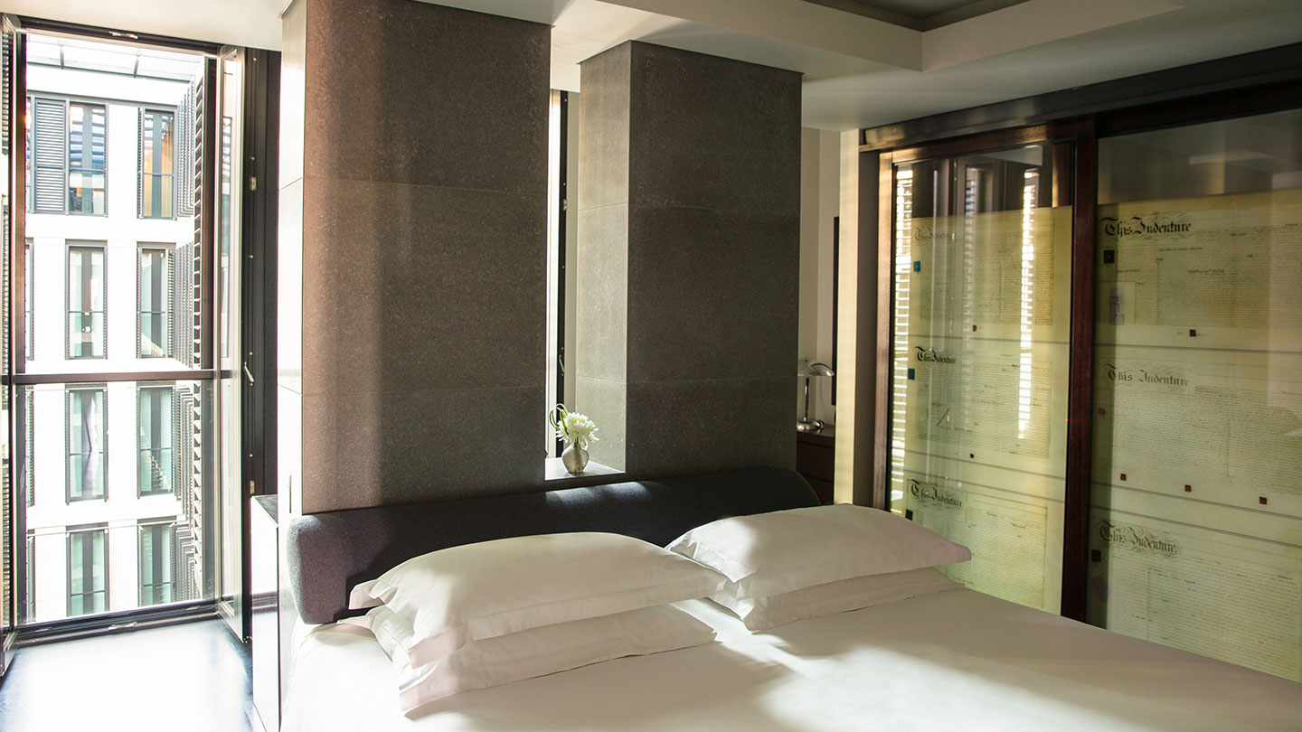 Sunlit Bedroom in Grosvenor House Suites