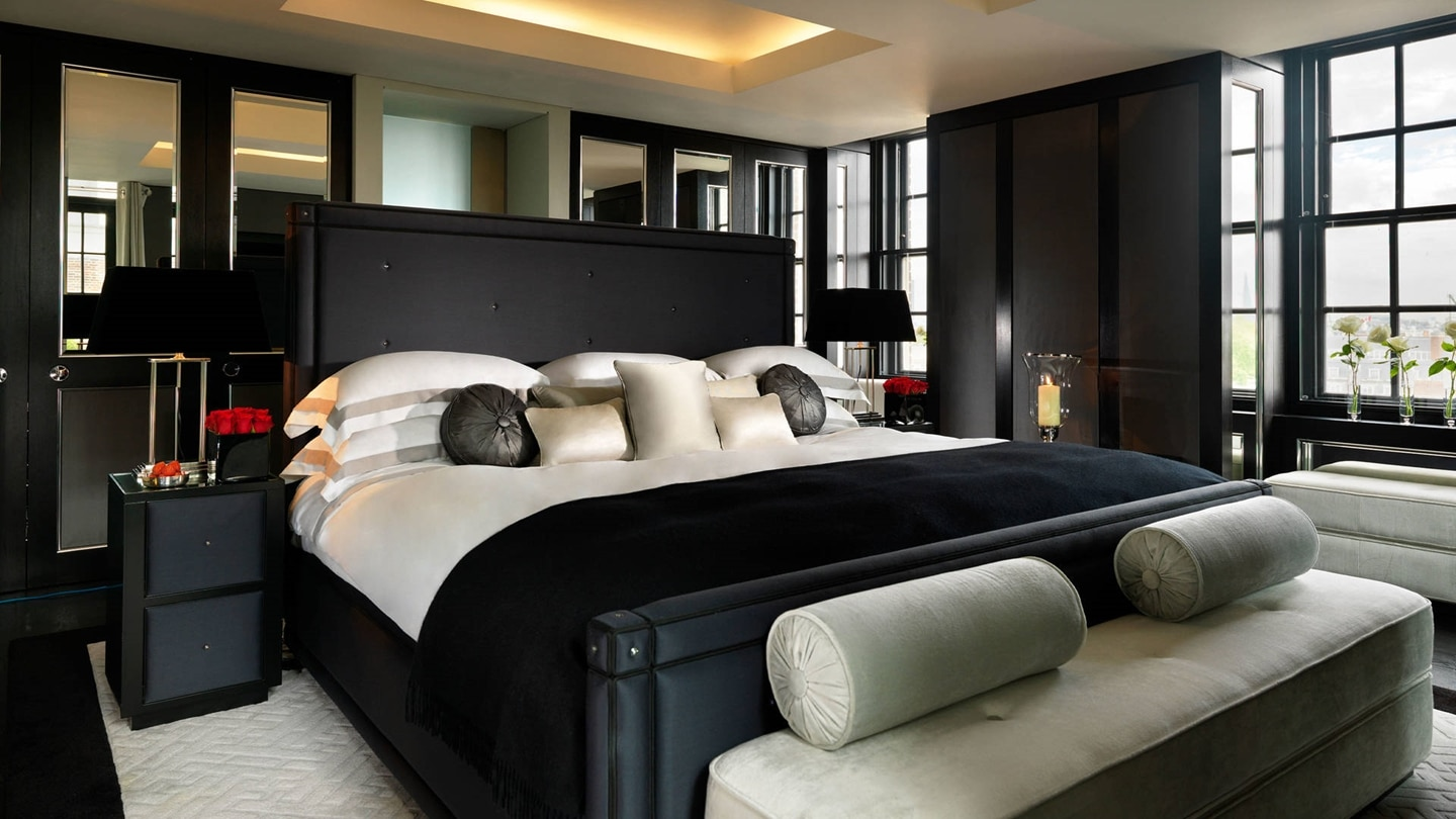 Luxurious Bedroom in Grosvenor House Suites