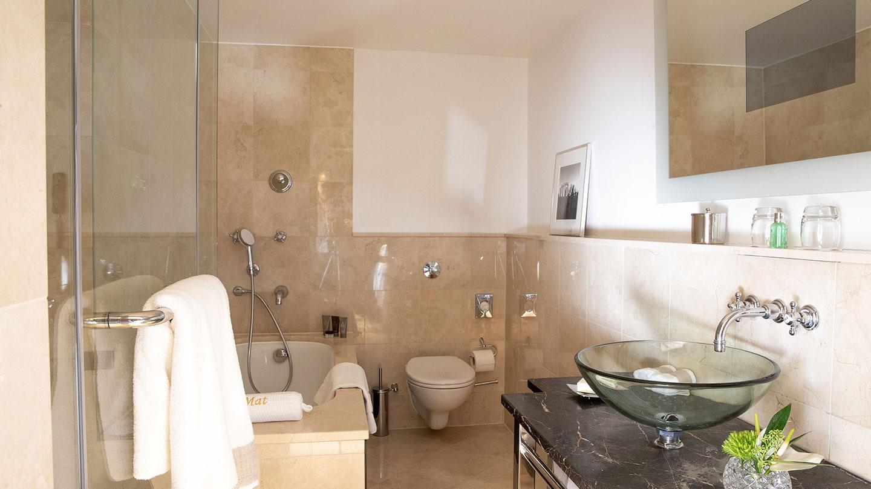 Jumeirah Carlton Tower Executive Suite Bathroom