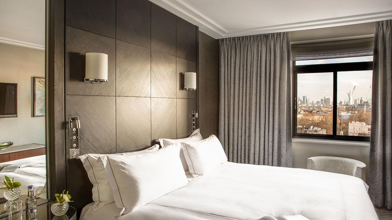 Bedroom with views of city at Jumeirah Carlton Tower