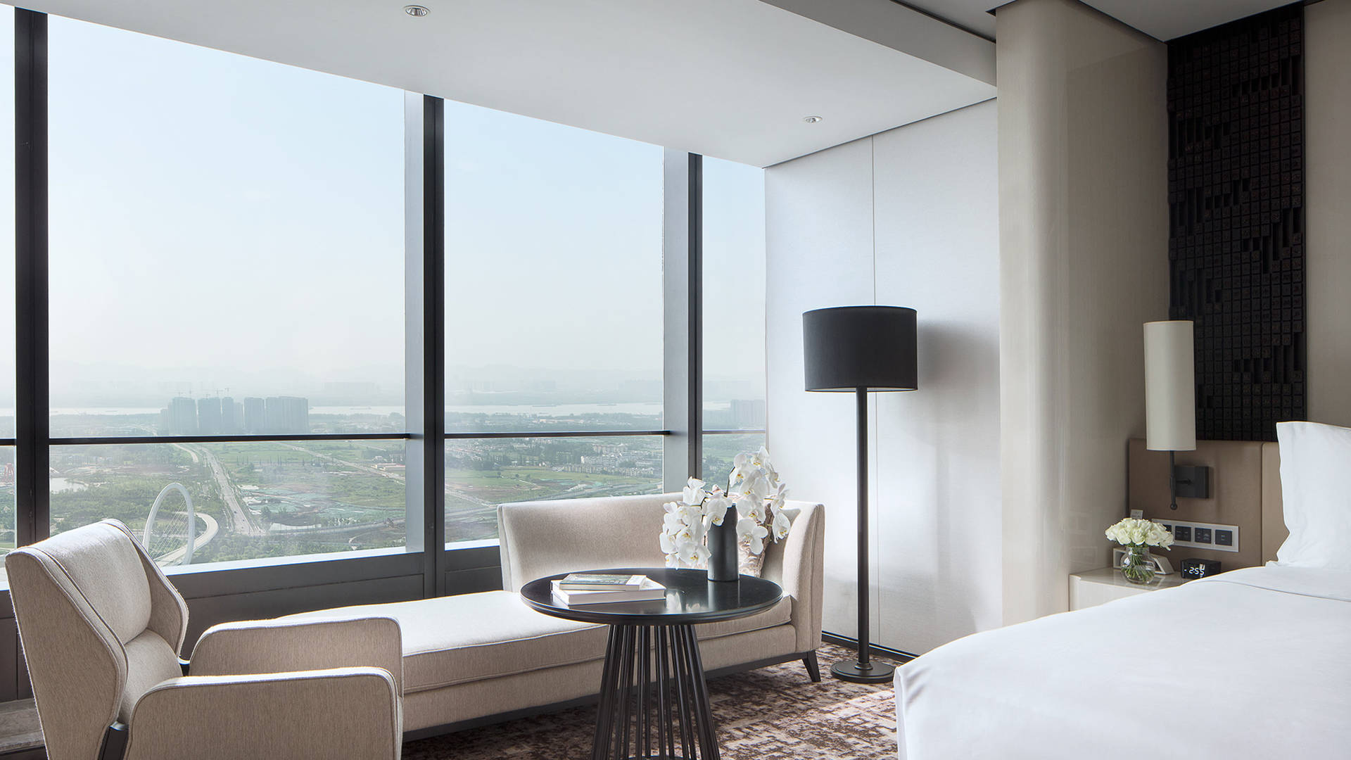Jummeirah nanjing deluxe king with river view_16-9