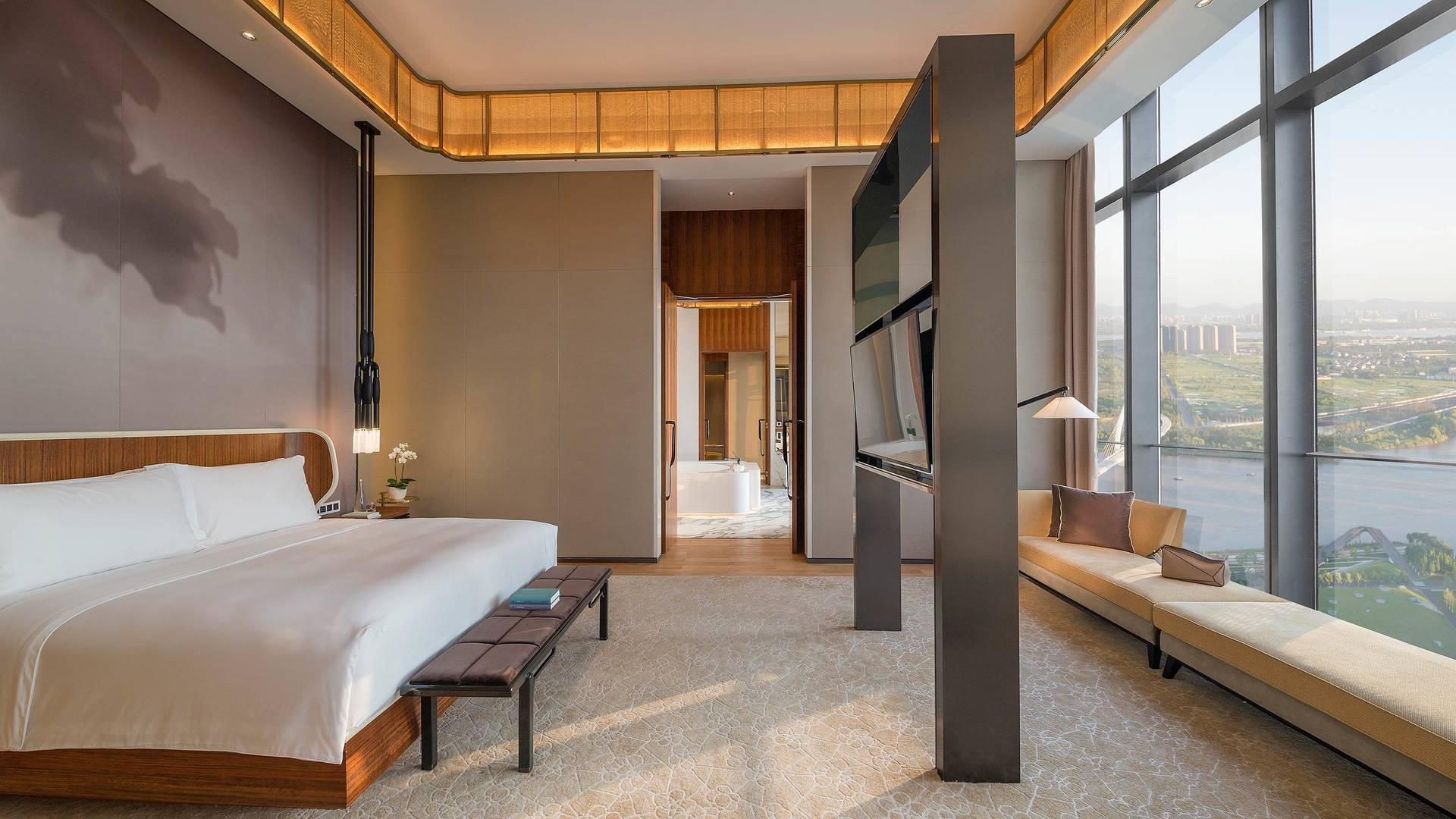 Jumeirah Nanjing Presidential suite business bedroom_16-9