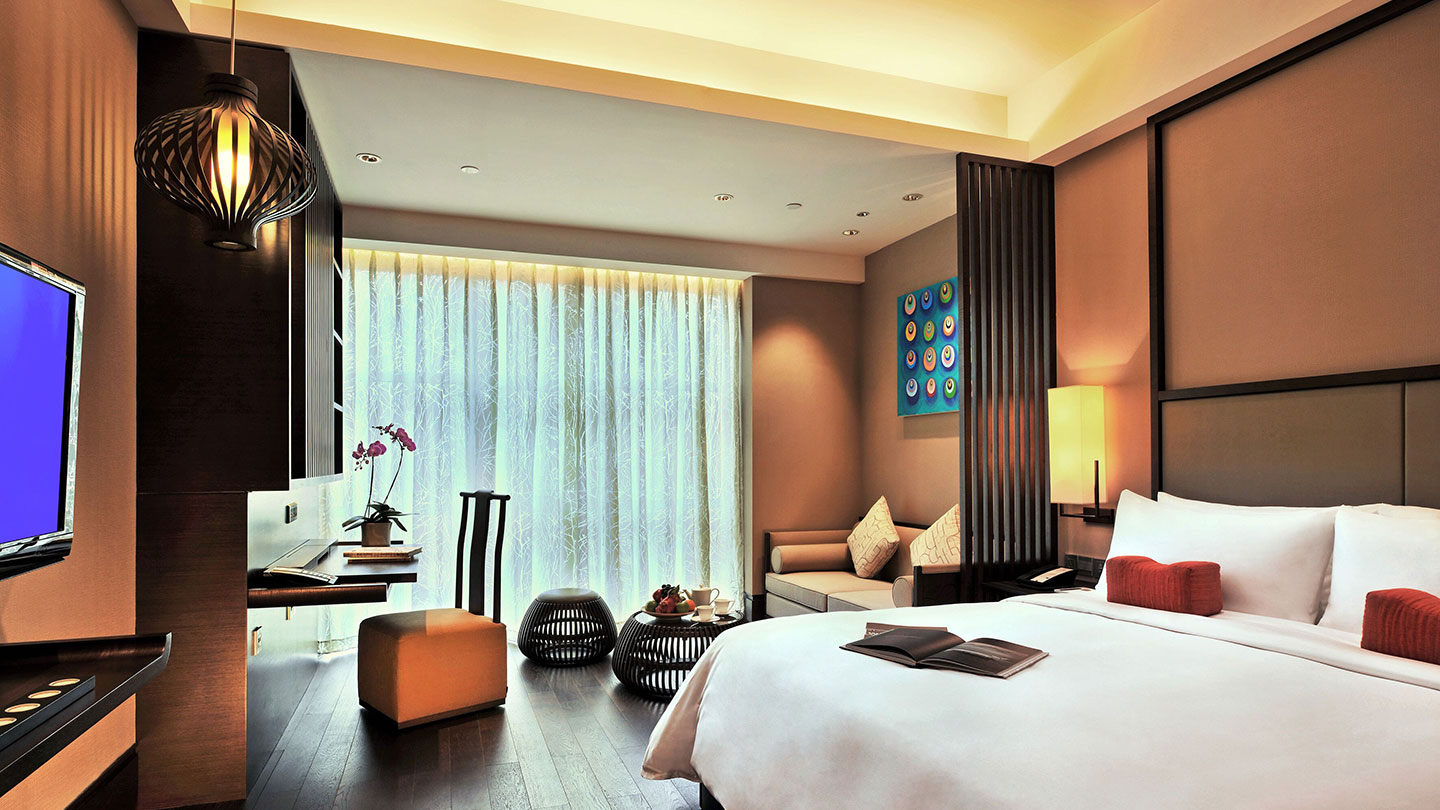 Deluxe bedroom at Jumeirah Himalayas Hotel