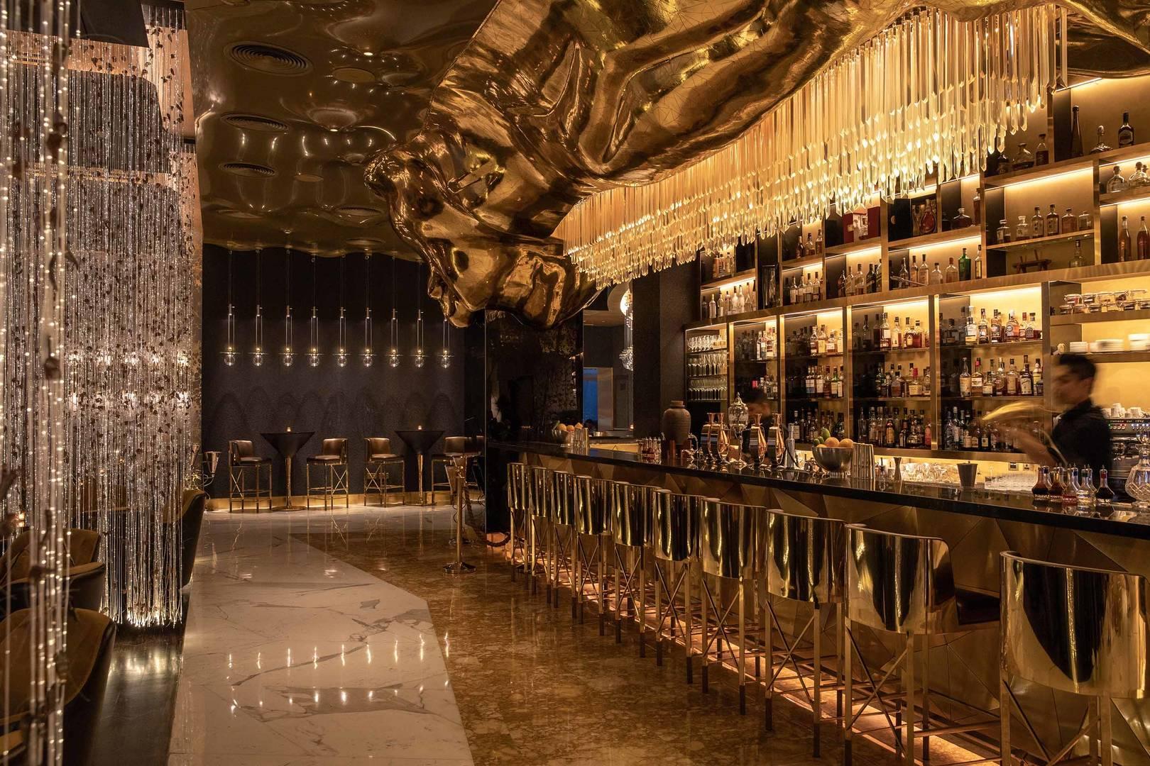 Зал бара Gold On 27 в отеле Burj Al Arab Jumeirah