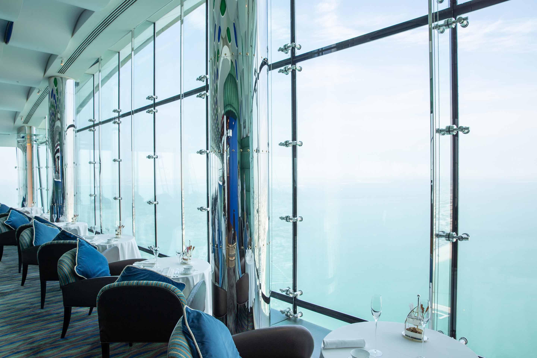 برج العرب، مقاعد بمقهى ومطعم سكاي فيو