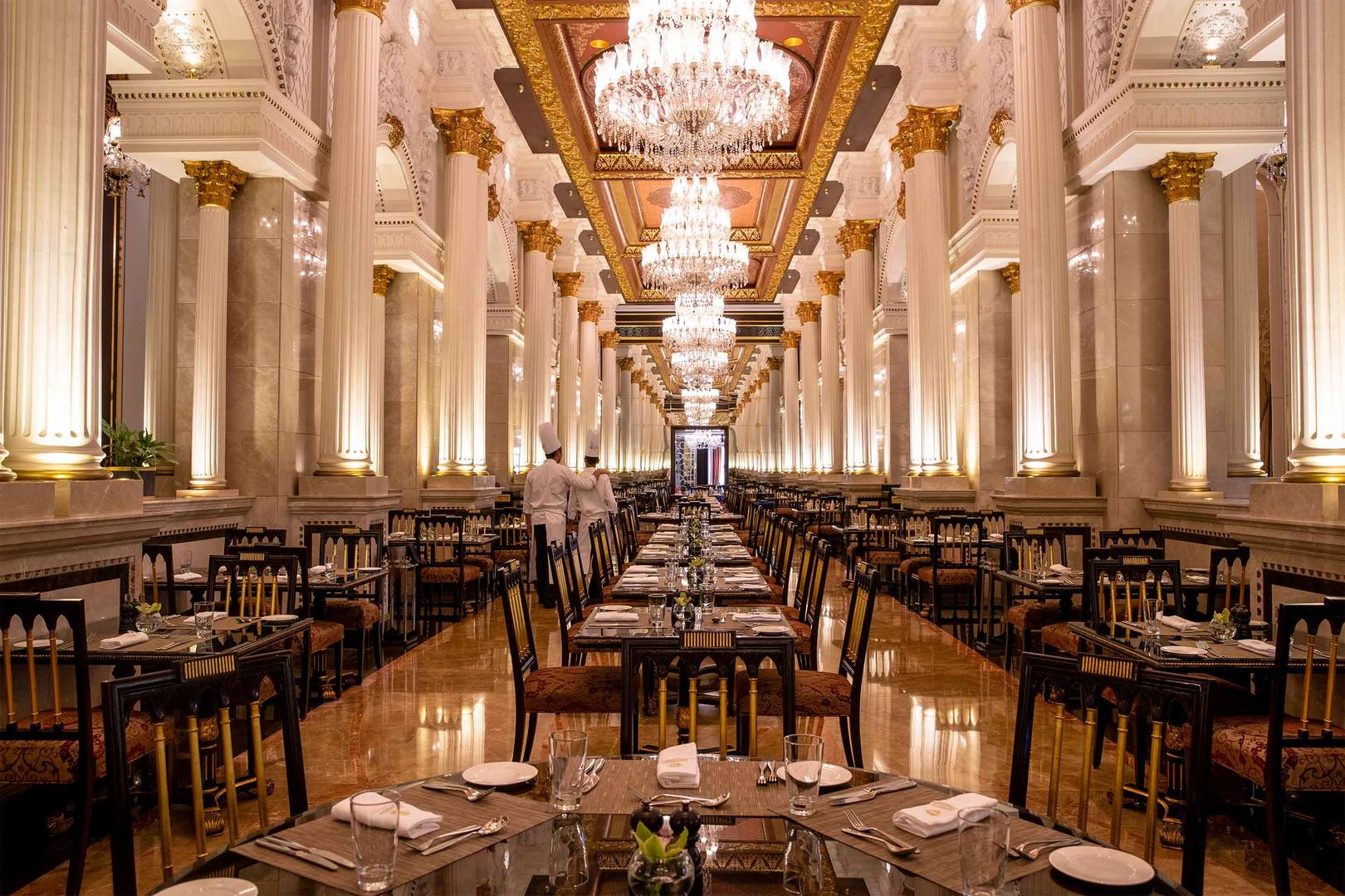 6-4_Jumeirah-Zabeel-Saray---Service---Restaurant---Imperium---Chef-01